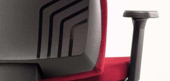Múltiplas opções de ajustes, proporcionando o máximo de ergonomia para você. Formas modernas que combinam com todos os ambientes de trabalho, principalmente com o seu.