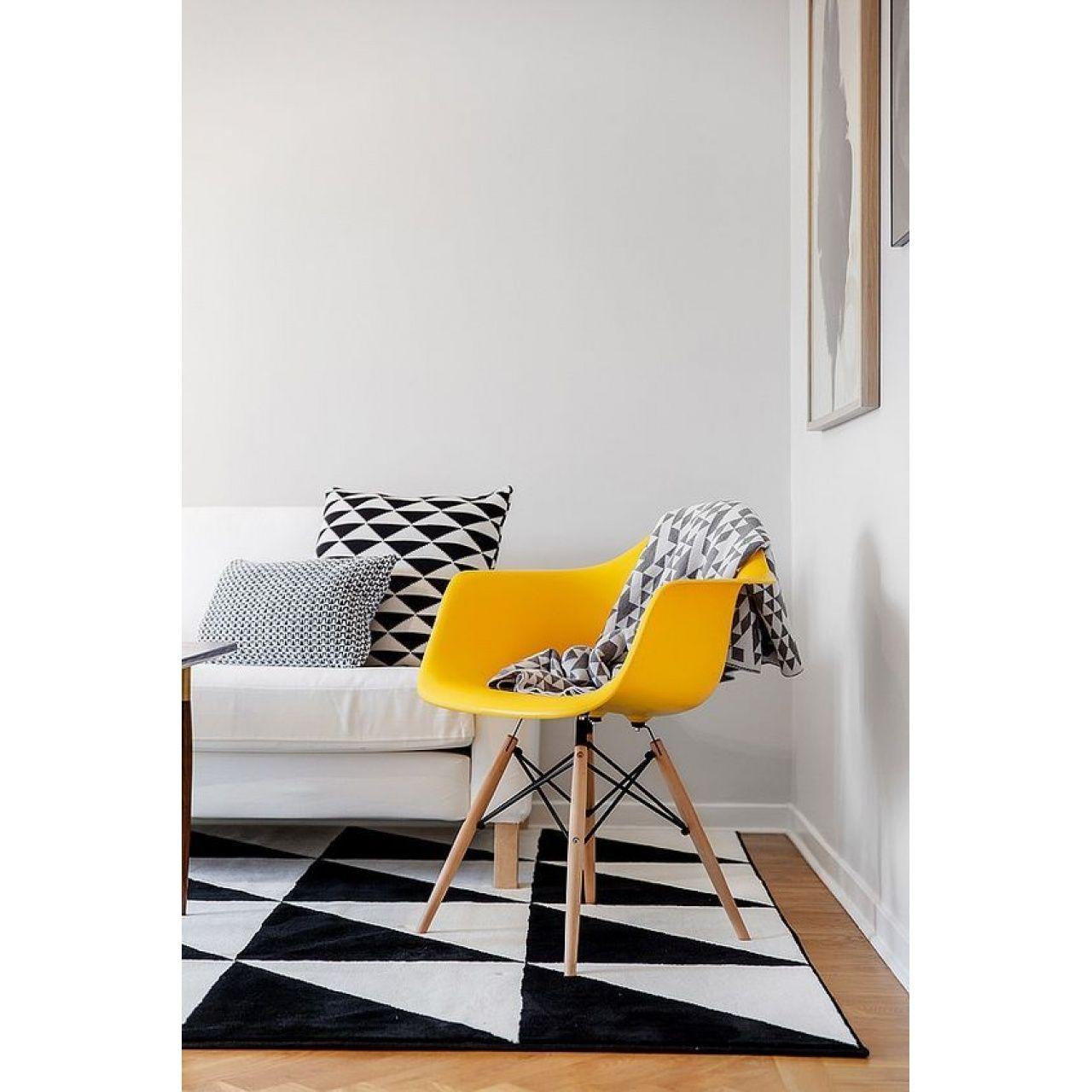 Cadeira Eames Eiffel Rivatti com braço PP Base Madeira