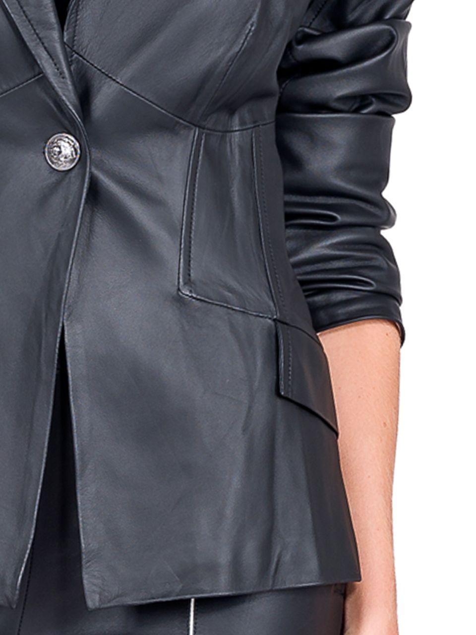 Blazer Shape Justo com Fechamento em Botão - Liziane Richter