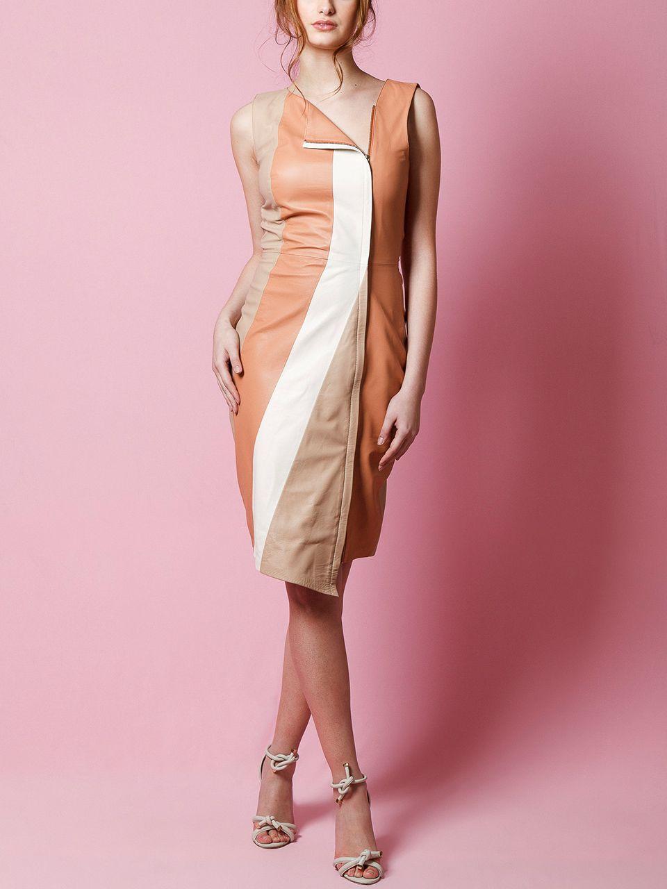 Vestido em Couro com Recortes Assimétricos - Liziane Richter