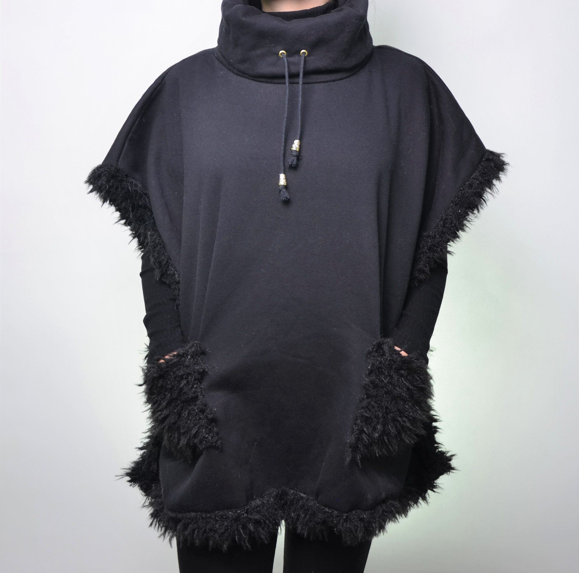 Poncho Moletom c/ Pele 097IF17
